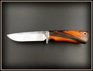 Medzioklinis peilis 422 (5) Medžiokliniai peiliai, peiliai medžioklei, rankų darbo peiliai, peilis medžiotojui, peilių gamyba, išskirtiniai peiliai, dovana vyrui, verslo dovanos, kokybiški peiliai