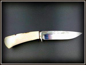 Medzioklinis peilis 424 (2) Medžiokliniai peiliai, peiliai medžioklei, rankų darbo peiliai, peilis medžiotojui, peilių gamyba, išskirtiniai peiliai, dovana vyrui, verslo dovanos, kokybiški peiliai